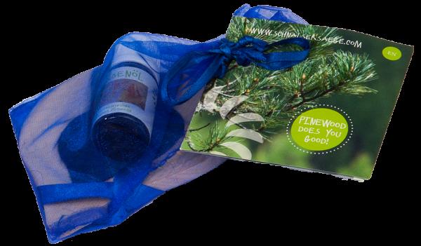 Cuore in cirmolo con inserto in feltro blu e boccetta d'olio - Schnalser Säge