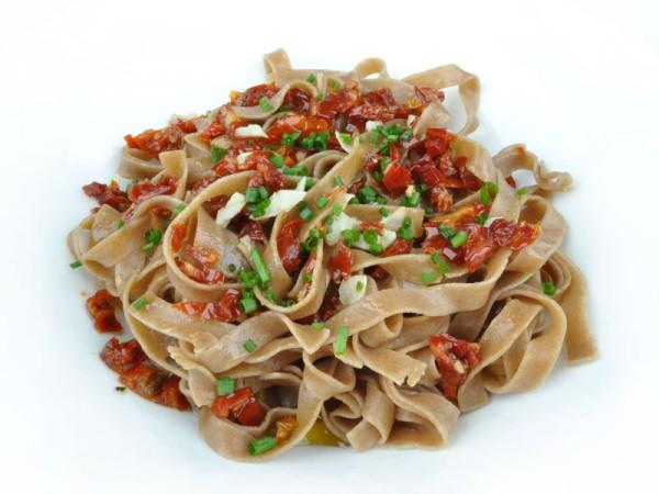 Tagliatelle_algio-olio-getrocknete-Tomaten